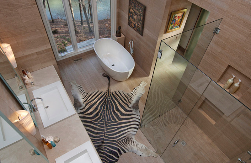 Animal print rugs for your luxury bathroom 2 animal print rugs Animal print rugs and fur rugs for your luxury bathroom Animal print rugs for your luxury bathroom 2