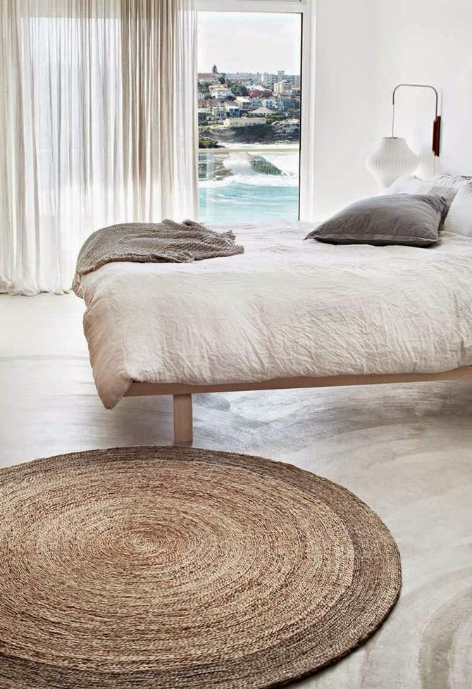 Round rugs for your home decor for Bedroom rugs